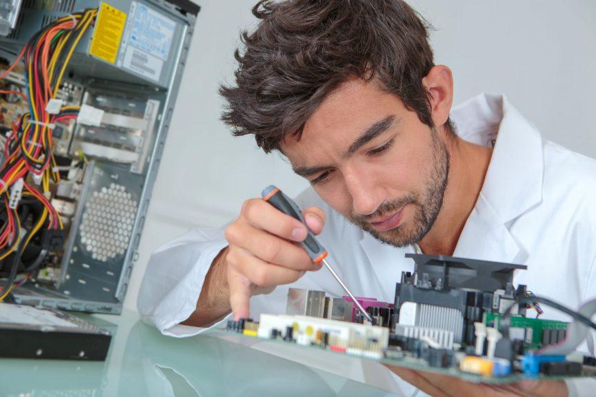 Électromécanicien: le professionnel qui fait tout