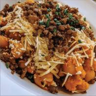 Mac n' cheese : Macaroni avec sauce au fromage de noix de cajou. Servi avec pain à l'ail.