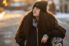 Une jeune musicienne offre des concerts sur les réseaux sociaux