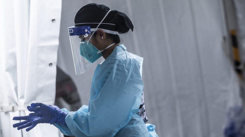 COVID-19: une hausse des nouveaux cas et des hospitalisations toujours en baisse