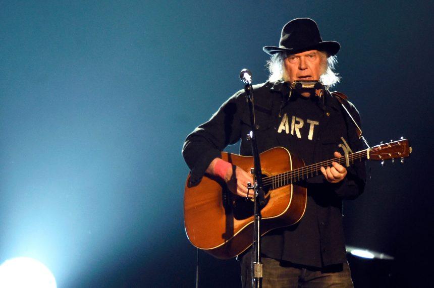 Après Dylan, Neil Young vend une partie de ses droits