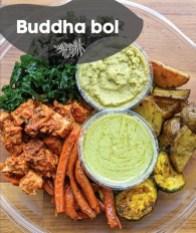 Buddha bol : Ce bol repas est rempli de saveurs réconfortantes hivernales, qui vous feront sentir amplement satisfait lors de journées froides. La beauté de ce bol est qu'il est autant délicieux froid ou réchauffé à la maison ! Il est composé de notre tofu à la sauce rosée, nos légumes grillés au four et riz basmati !