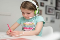 Des écouteurs spécialement conçus pour les enfants et l'école à distance