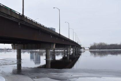 Pas de quatrième voie à l'heure de pointe sur le pont Louis-Bisson