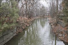 Déversement d'essence dans un ruisseau à Dorval