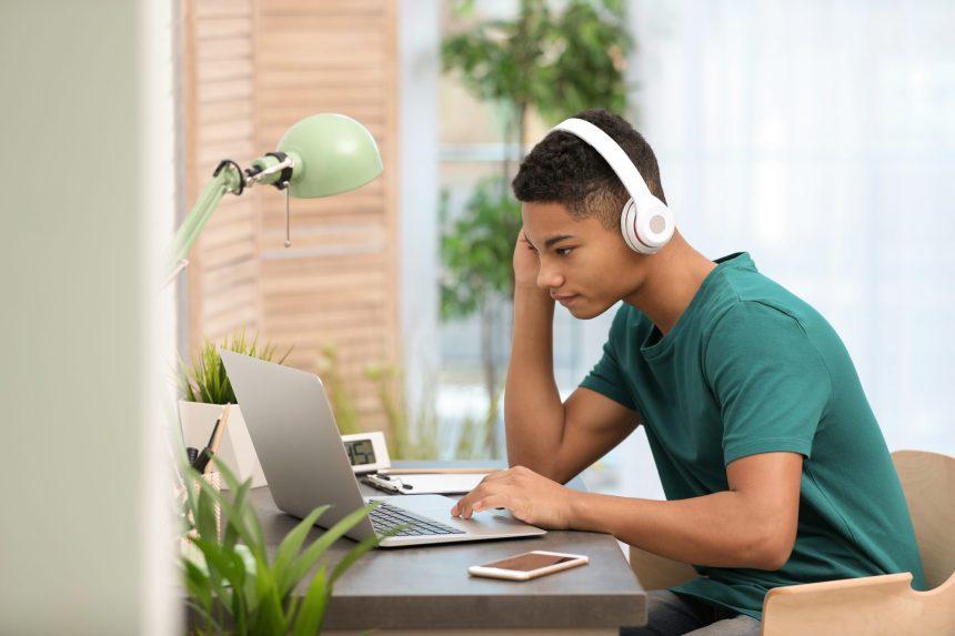 Les adolescents et les écrans au temps du confinement