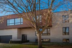 Une maison unifamiliale à Dorval sème la controverse