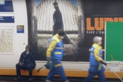 L'acteur de la populaire série Netflix Lupin passe inaperçu dans le métro de Paris