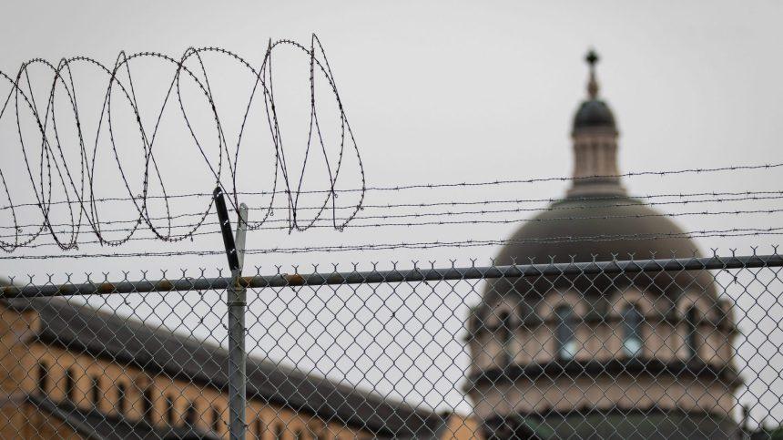 COVID-19: la deuxième vague frappe les prisons