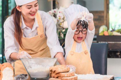 Cuisiner avec son enfant, une activité amusante et formative!