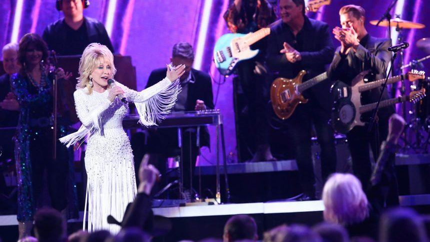 À75 ans, la reine de la musique country Dolly Parton toujours sur le devant de la scène
