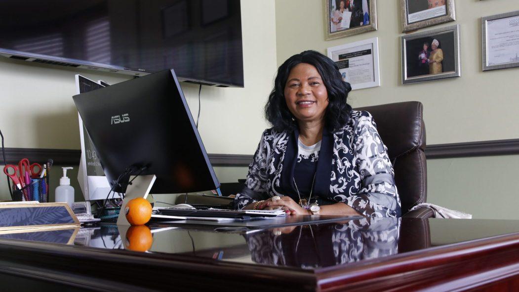 La directrice générale et fondatrice du CEJFI, Régine Alende Tshombokongo.