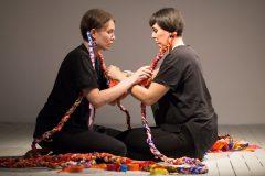 «D'horizons et d'estuaires»: l'étendue des arts visuels autochtones