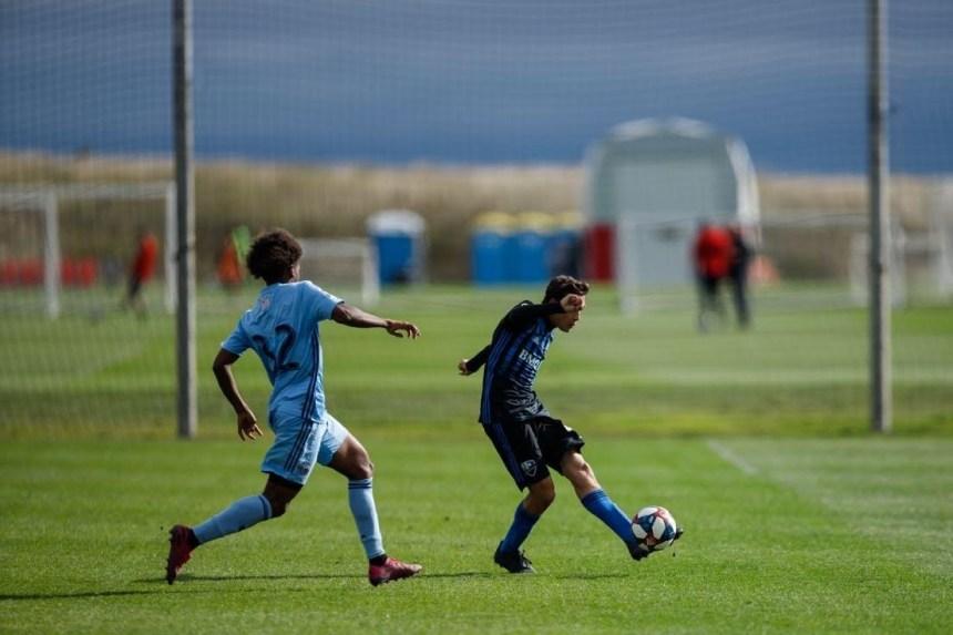 Un jeune joueur de soccer du Plateau reçoit une bourse
