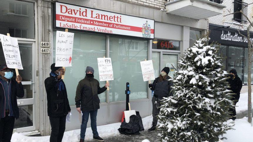 Manifestation devant le bureau de David Lametti