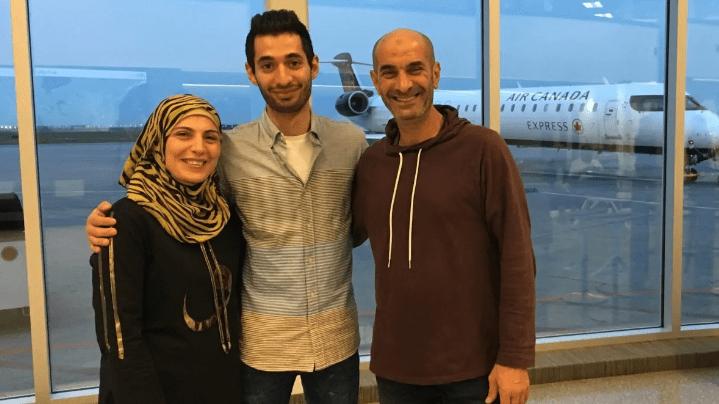 Ali et ses parents après leur arrivée au Canada