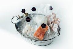 Petite Boîte : 2 Pavés Saumon Atlantique Canadien Frais, 8 Crevettes Blanches, 4 Pétoncles, 4 oz Ceviche de Mahi-mahi sauvage, 4 Calmars en Tube