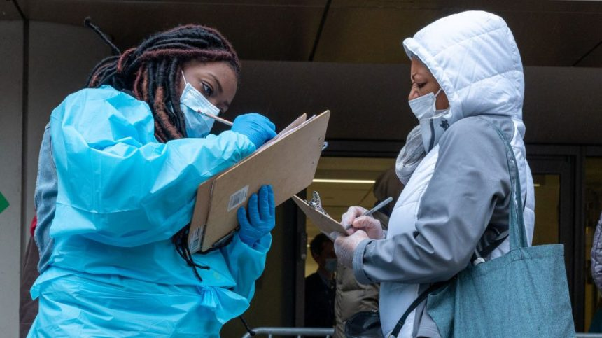 COVID-19: les nouveaux cas et les hospitalisations ralentissent au Québec