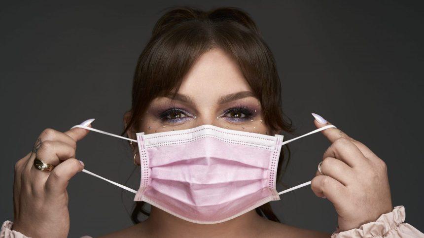 Des masques roses pour lutter contre le cancer du sein