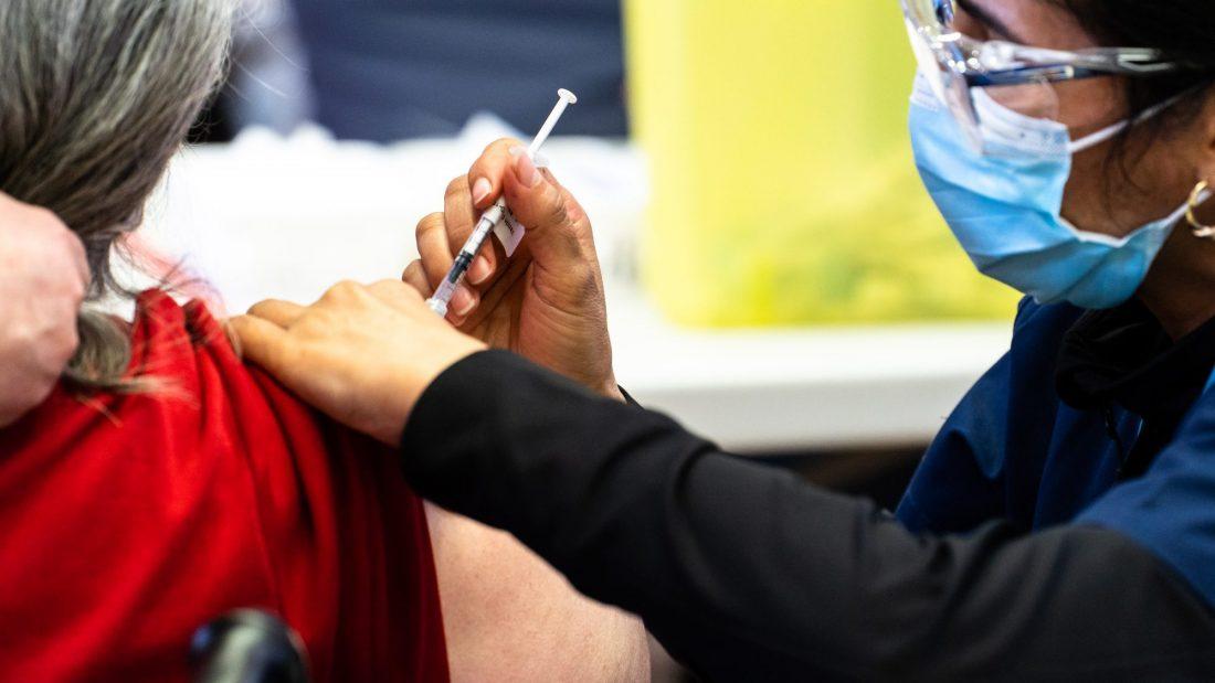 Vaccination obligatoire pour les travailleurs de la santé: les Québécois seraient largement en faveur