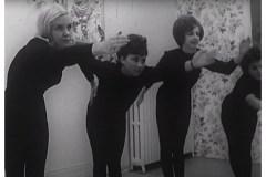 Il y a 60 ans à peine, on donnait encore des cours de charme aux femmes…