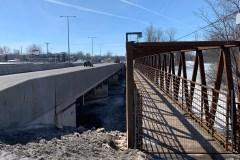 Une passerelle piétonnière près du pont Galipeault démantelée