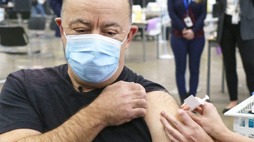 La vaccination avec AstraZeneca offerte aux Québécois de 55 ans et plus