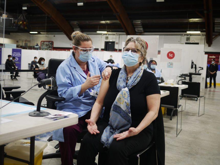 Vaccination: au tour de la ministre Chantal Rouleau