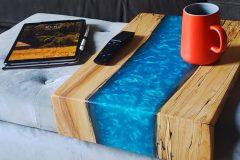 Deux entrepreneurs se réinventent dans la conception de meubles en bois
