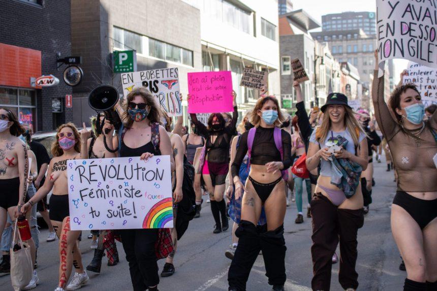 Manifestation en sous-vêtements à l'UQAM