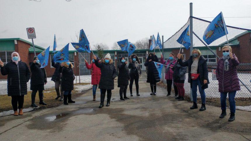 Le personnel de soutien scolaire de la Pointe-de-l'Île en grève le 4 mai