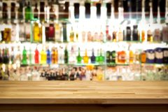 Des propriétaires de bars et de restaurants veulent rouvrir aux personnes vaccinées