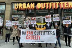 Des militants de PETA veulent «fermer pour cruauté» Urban Outfitters