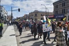 Des milliers de personnes à la manifestation contre les féminicides