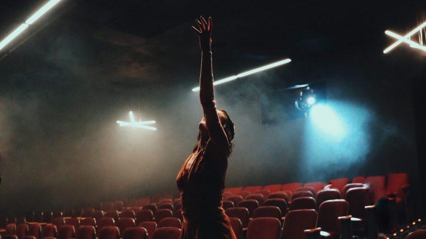Québec renouvelle une aide de 5M$ pour des spectacles en distanciation