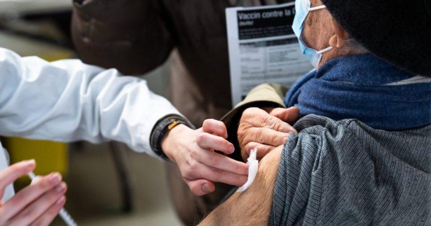 COVID-19: forte baisse des nouveaux cas, les hospitalisations en hausse