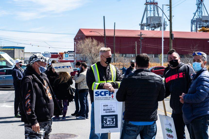 Grève au port: le syndicat compte contester la loi forçant le retour au travail