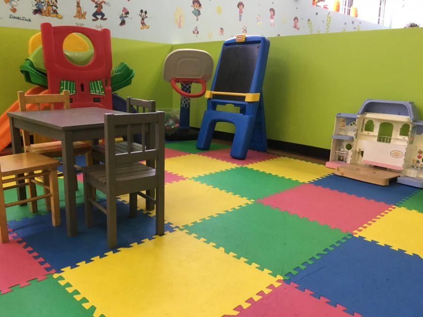 Des enfants en attente d'une place en garderie à Pointe-aux-Trembles
