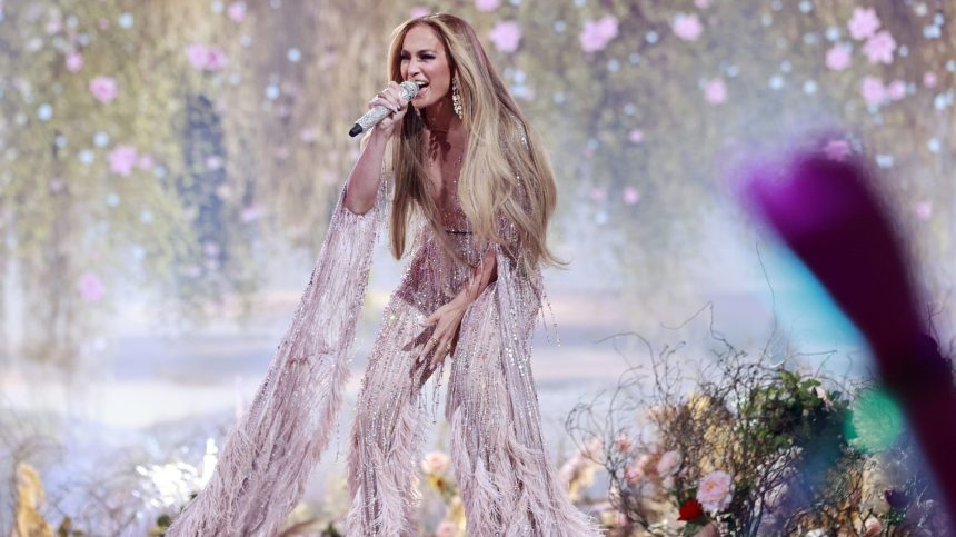 Le Prince Harry rejoint Jennifer Lopez et d'autres artistes au concert «Vax Live»