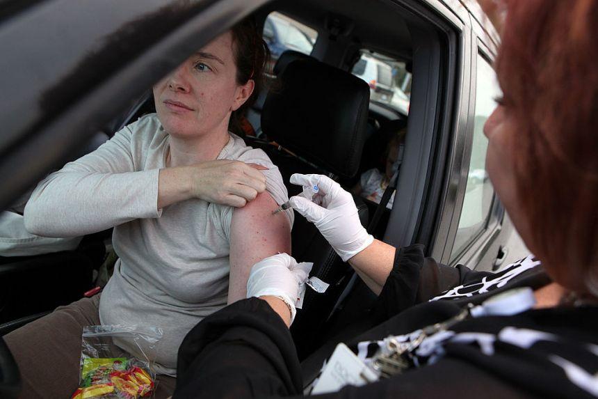 Vaccination à l'auto à l'aéroport Montréal-Trudeau