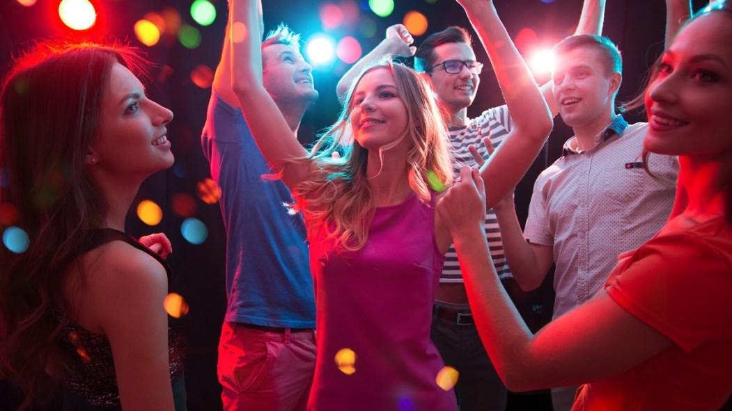 Danser dans un bar