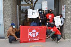 Manifestation devant le bureau du député Emmanuel Dubourg