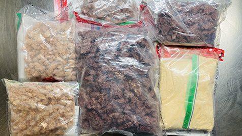 Sacs de narcotics saisis par le SPVM contenant du fentanil ou du carfentanil
