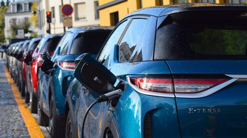 Pourquoi certains propriétaires de véhicules électriques retournent-ils au gaz?