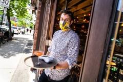 COVID-19: assouplissement des mesures pour les bars, restaurants et spectacles
