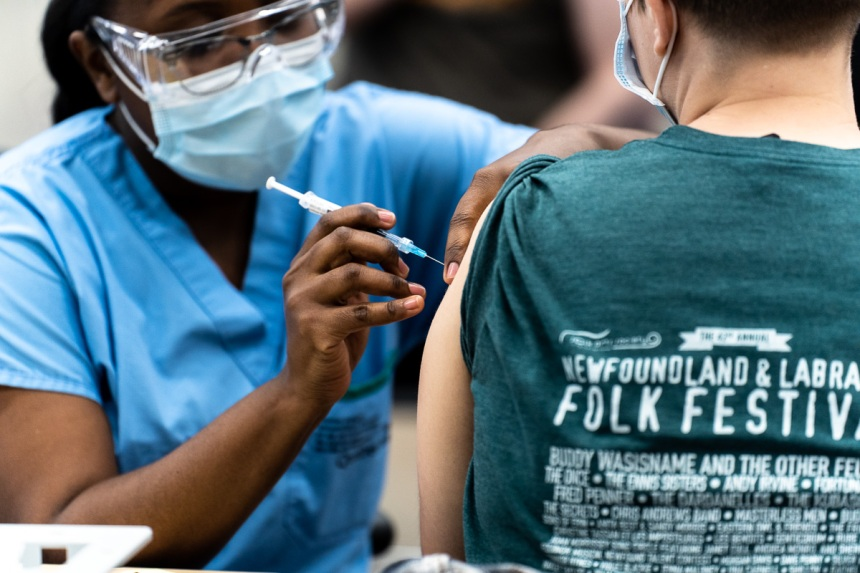 COVID-19: 4 millions de Québécois vaccinés