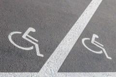 Montréal durcit le ton pour protéger les places de stationnement pour personnes à mobilité réduite