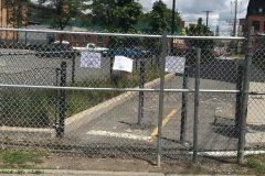 L'implantation d'une clôture à la gare Parc continue de susciter la controverse