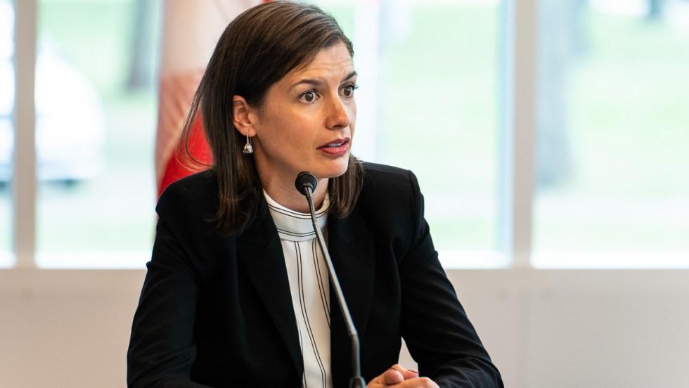 La vice-première ministre, ministre de la Sécurité publique et ministre responsable de la région de la Capitale-Nationale, Geneviève Guilbault.