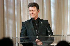 Acheté 5$, estimé à plus de 9000$, un tableau peint par David Bowie est aux enchères